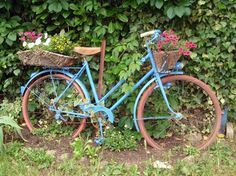 bicycle garden art - we did find Travis' dad's rusted up old bike! Maybe we can do this!