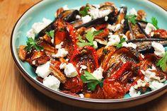 Antepasto de Mini Berinjelas: Vi estas mini-berinjelas no hortifruti e não resisti… já as imaginavam,deliciosas, em uma bruschetta ! Preparei um antepasto de um jeito bem ...