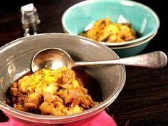 Sötsur kycklingwok på kycklinglårfilé, ingefära, spetskål, purjolök och blomkål. Servera ris om du vill ha en matigare rätt.