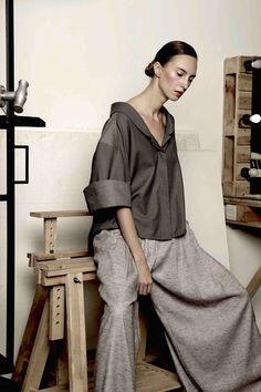 Simon Mo Spring/Summer 2018 Ready-To-Wear Collection 2000s Fashion, Retro Fashion, Fashion News, Boho Fashion, Fashion Looks, Fashion Design, Winter Fashion, Vintage Fashion, Modest Fashion