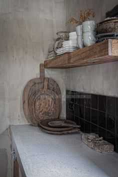 This rustic kitchen with plain black tiles. Where can you find kitchen equipment in wood like this ? Interior and design Rustic Kitchen, Country Kitchen, Kitchen Dining, Kitchen Decor, Cheap Kitchen, Deco Nature, Kitchen Equipment, Rustic Interiors, Wabi Sabi