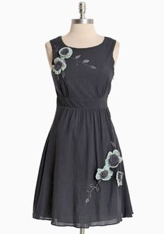 I so wish I had a figure to wear a one piece dress. I end up looking so awkward in a dress. But if I did look good in dresses, I would have a closet full in a cut like this one!