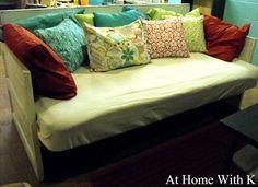 http://1.bp.blogspot.com/-697PMY7OYlM/T2aEj30_sEI/AAAAAAAAKHI/Q79gecfvoxA/s640/door+couch2.jpg