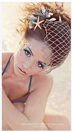 awesome makeup for mermaid costume - decorating-by-day Halloween Makeup Mermaid Makeup, Mermaid Hair, Mermaid Wedding, Mermaid Headpiece, Mermaid Beach, Mermaid Style, Halloween Make Up, Halloween Costumes, Halloween Mermaid