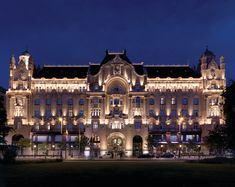 """El diseño arquitectónico del Four Seasons Hotel Greham Palace Budapest recuerda al verdadero """"Gran Hotel Budapest"""" de la película de #cine de Wes anderson"""