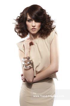 Hairaisers Mittel Braun Weiblich Curly gewellte Frauen Frisuren