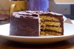 Eu sempre gosto de fazer festa no meu aniversário: receber gente, planejar cardápio e, principalmente, fazer um bolo de camadas. Este an...