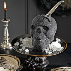 Halloween is on the rise and the smell is in the air. But what does Halloween smell like, you ask? Just like hot pancakes and delicious pumpkin skull cake. Halloween Desserts, Halloween Food For Party, Halloween Cakes, Halloween Skull, Halloween Treats, Pirate Halloween, Gothic Halloween, Halloween 2014, Halloween Birthday