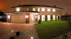 Duża i luksusowa rezydencja w Będzinie położona niedaleko Katowic. Powierzchnia użytkowa to aż 555 m2, w tym dwa tarasy, parter i piętro.  Zapraszamy do kontaktu! Agent nieruchomości: Marta Kulawik Telefon: + 48 665 167 906 http://remax-gold.pl/oferta/sprzedam-luksusowa-rezydencje-w-bedzinie