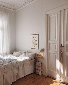 Home Interior Ideas bedroom inspo.Home Interior Ideas bedroom inspo Bedroom Inspo, Bedroom Decor, Bedroom Bed, Decor Room, Cozy Bedroom, Art Deco Interior Bedroom, Bedroom Closet Doors, Bedroom Artwork, Light Bedroom