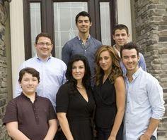 The Jonas Family Danielle Jonas, Jonas Brothers, Frankie Jonas, Three Boys, Nick Jonas, Famous Faces, Perfect Man, Actors, Couple Photos
