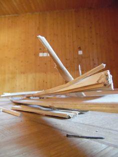 7. April 2015 - Und der eigentliche Umbau fing heute richtig an. In den oberen beiden Stockwerken wurden Holzleisten demontiert….