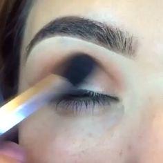 este increiiible look y muchos mas puedes realizar con nuestra paleta ELEMENT BOX de @motivescosmetics  #makeup #makeupvideo #makeuptutorial #maquiagem #maquillaje #motivescosmetics #guayaquil #ecuador via @angela4design by jlcstudio_