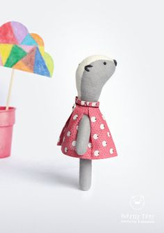 My Woodland Friends is small creatures, soft and curious. A pocket collection to play or display. Handmade with wool, cotton and thread. As all