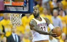 James terminó con 23 puntos, 11 rebotes y 11 asistencias mientras los Cavaliers se convertían en el cuarto equipo en la historia de la liga en iniciar con record de 10-0 en los playoffs
