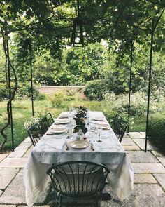 Lauren Santo Domingo's Southampton Retreat Outdoor Dining, Outdoor Spaces, Outdoor Decor, Fresco, Landscape Design, Garden Design, Garden Stand, Outdoor Entertaining, Garden Inspiration