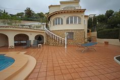 Luxurious detached villa located in L'Arnella, El Portet. This six bedroom, three bathroom villa is set in a tranquil, elevated location, has its accommodation over two levels, with a separate three bedroom apartment and wonderful sea views.