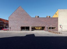 For the extension of a museum in Sorø, Denmark, the architects chose bricks by Petersen Tegl and even used them to clad the roof.