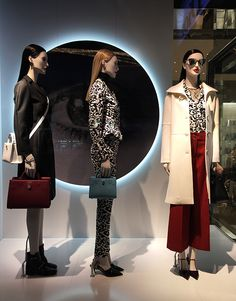 "DIOR, New York, ""People simply don't make eye contact any more"", photo by Mizhattan, pinned by ton van der Veer"