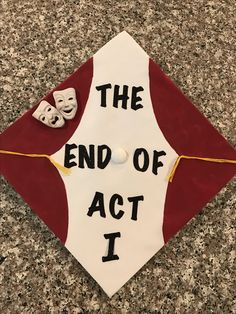 Theatre graduation cap The end of act one HighSchoolGraduationCakes H Funny Graduation Caps, Graduation Cap Designs, Graduation Cap Decoration, Graduation Diy, Grad Cap, High School Graduation, Graduation Photoshoot, Graduation Parties, Senior Year Of High School
