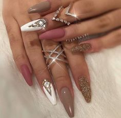 Beautiful nail art designs that are just too cute to resist. It's time to try out something new with your nail art. Sexy Nails, Glam Nails, Stiletto Nails, Love Nails, Beauty Nails, Coffin Nails, Fun Nails, Beautiful Nail Designs, Cute Nail Designs