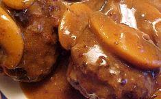 Recette : Pain de viande et sauce brune et champignons. Beef Steak, Pretzel Bites, Meatloaf, Chicken Wings, Buffet, Sausage, French Toast, Recipies, Food And Drink