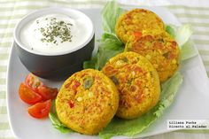 Receta de medallones de lentejas con salsa de yogur Lentil Recipes, Vegetable Recipes, Vegetarian Recipes, Healthy Recipes, Mexican Food Recipes, Real Food Recipes, Cooking Recipes, My Favorite Food, Favorite Recipes