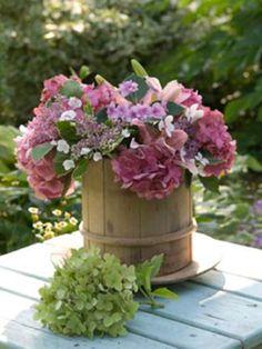 Fresh-from-the-garden hydrangea bouquet Cut Flowers, Fresh Flowers, Beautiful Flowers, Beautiful Bouquets, Spring Flowers, My Flower, Flower Power, Hortensia Hydrangea, Hydrangeas