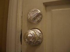 protéger porte avant peinture avec papier d'alu
