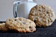 One pinner wrote: Chewy Chocolate Chip Oatmeal Cookies.they complete me! They turn out perfect every time! Baking Recipes, Cookie Recipes, Dessert Recipes, Just Desserts, Delicious Desserts, Yummy Food, Choco Chips, Galletas Cookies, Oatmeal Chocolate Chip Cookies