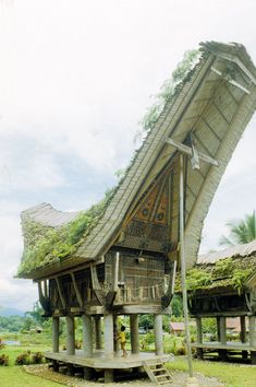 A traditional Batak house (Sumatra, Indonesia) organized vertically into three distinct zones, first for working, second living room and sleeping, and the third is for valuables and ancestral shrines (Vernacular Indonesia Sulawesi, Photo Deidi von Schaewen)