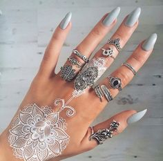 Immagine di nails, henna, and rings