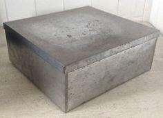 Antiquité. Collection. Boîte rectangulaire en fer patiné. Lévis Chaudière-Appalaches image 1