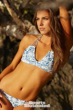 Soccer player Alex Morgan poses for the 2014 Sports Illustrated Swimsuit issue on November 2013 on Guana Island. PUBLISHED Get premium, high resolution news photos at Getty Images Alex Morgan Swimsuit, Swimsuits 2014, Swimwear, Alex Morgan Soccer, Swimsuit Edition, Si Swimsuit, Sports Illustrated, Soccer Players, Bikini Girls