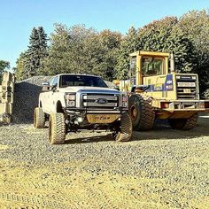 Check this out! I truly love this color choice for this lifted ford truck Farm Trucks, New Trucks, Diesel Trucks, Cool Trucks, Welding Trailer, Ford Powerstroke, Future Trucks, Ford Super Duty, Lifted Ford Trucks