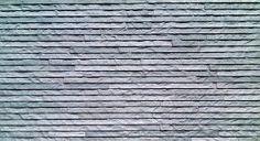 Saunaan kiukaan taakse valitsimme kivijäljitelmälaatan ER NIAGARA GREY 31.5X56.5. Sopiva leveys, yksi rivi riittää kiukaan taakse.