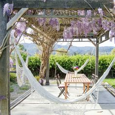 The hammocks, the wisteria, the 'pergola-type' frame. Farmhouse Patio by Going Home To Roost Backyard Hammock, Outdoor Hammock, Backyard Patio, Hammock Ideas, Backyard Ideas, Diy Patio, Patio Swing, Modern Backyard, Outdoor Spaces