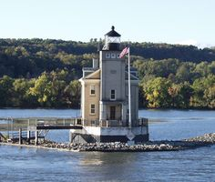 Saugerties Lighthouse in New York State: Probably the most beautiful lighthouse in the state. Now being used as a hotel, it still retains its tranquil beauty. Detailed information http://www.tripomatic.com/United-States/New-York-State/Saugerties-Lighthouse/