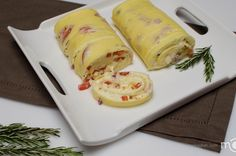 Great idea to making an omelette. I'm not a fan of regular omelette due to the texture of the eggs. Egg Recipes, Brunch Recipes, Great Recipes, Cooking Recipes, Favorite Recipes, Brunch Ideas, Breakfast Dishes, Breakfast Time, Breakfast Recipes