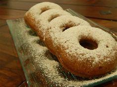 Nem kell bő olajban sütni a fánkokat ahhoz, hogy isteni finomak legyenek! Az amerikai fánkot sütőben is készíthetjük. Ez a recept egy igazán finom desszert. Pillanatok alatt elkészítheted te is.Amerikai fánk sütőben Doughnuts, Bakery, Sweets, Bread, Snacks, Cookies, Food, Crack Crackers, Appetizers