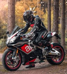 ḹ₥קᎧƧƨῗɓŁḕ carrément impossible je déteste APRILIA Motorcycle Suit, Moto Bike, Racing Motorcycles, Ducati, Yamaha R1, Chopper, Motocross, Bike Leathers, Honda