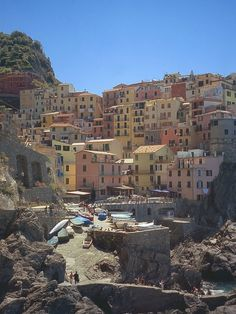 5 Charming Towns of the Italian Coast: Manarola and the world's largest manger.