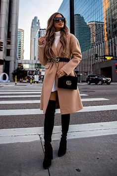 if you are searching for some copy and paste outfit inspiration. Here we come with 19 Stylish Fall Outfits to Copy this Cool Season. Casual Winter Outfits, Winter Mode Outfits, Winter Fashion Outfits, Classy Outfits, Stylish Outfits, Fall Outfits, Autumn Fashion, Fashion Fashion, New York Winter Outfit