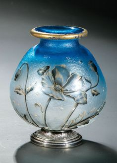 Small vase with poppies, art nouveau. Daum Frères, Nancy, around 1900.