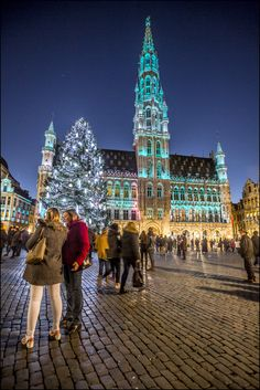 This year´s Christmas tree comes from Slovakia & measures 22 meters. From the 17 November come along and visit the magnificent Grand Place all dressed up for Christmas!