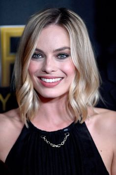 Celebrities - Margot Robbie Photos collection You can visit our site to see other photos. Margot Robbie Harley, Atriz Margot Robbie, Margot Robbie Photos, Margot Elise Robbie, Margo Robbie, Hollywood, Celebrity Red Carpet, Angelina Jolie, Harley Quinn