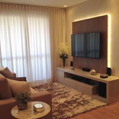"""6,831 Likes, 79 Comments - MarianeBaptistaMarildaBaptista (@arqmbaptista) on Instagram: """"Painel de tv com iluminação indireta valorizando o papel de parede ❤❤ #boanoite #interiores #decor…"""""""