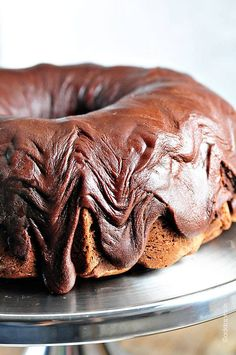 Fudge Icing Recipe for the Chocolate Bundt Cake Best Pound Cake Recipe, Pound Cake Recipes, Frosting Recipes, Icing For Pound Cake, Just Desserts, Delicious Desserts, Dessert Recipes, Yummy Food, Dessert Healthy