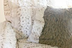 Craft Fur, Faux Fur Throw, Chair Pads, Diy Clothing, Sewing Projects, Arm, Throw Pillows, Crafts, Faux Fur Blanket