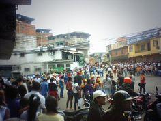 Se alzan las Voces d los Sectores Populares. A esta hora, Manifestantes en la Minas de Baruta #Megatrancaconcarros5M pic.twitter.com/nnRgsCBVTJ